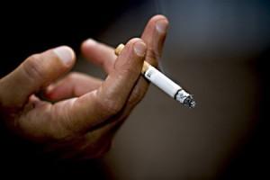 Курение - это первая причина рака легких и гортани