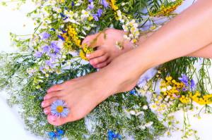 Народные способы лечения потливости ног