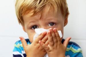 Первая помощь при насморке у ребенка