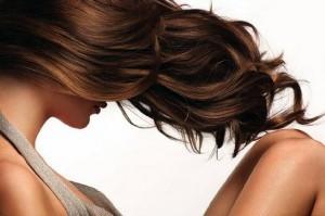 При выборе миндального масла для волос следует ожидать, что маска с уксусом и миндалем улучшит состояние кончиков волос и избавит от сухости