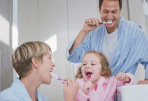 Следить за полостью рта нужно постоянно