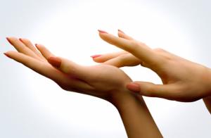 Причины отторжения кожи на руках