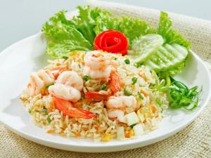 Морепродукты с рисом и овощами