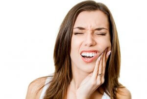 Зачем применять антибактериальные препараты после удаления зуба