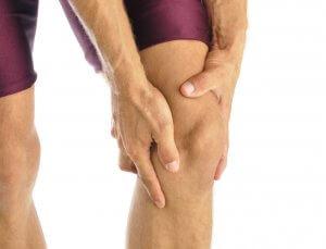 Нагрузки на колени вызывают боль