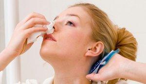 Ватные тампоны при носовом кровотечении