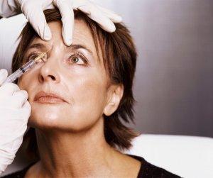 Укол ботулиническим токсином в область пораженного лицевого нерва