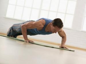 Зарядка пробуждает наш организм, растягивает мышцы и связки, позволяет в короткое время ощутить себя бодрым и физически полноценным после порой неудобного сна