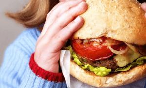 Вредная еда приводит к проблемам ЖКТ