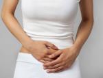 Почему появляются выделения с кровяными прожилками у женщин
