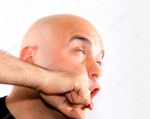 Удар в лицо