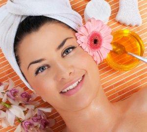 Питательный шампунь восстанавливает кончики волос