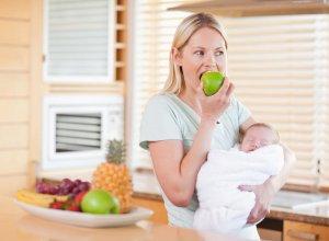 Заблуждения о том, как должна питаться кормящая мама