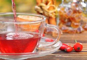 Полезные свойства чая из шиповника во время заваривания